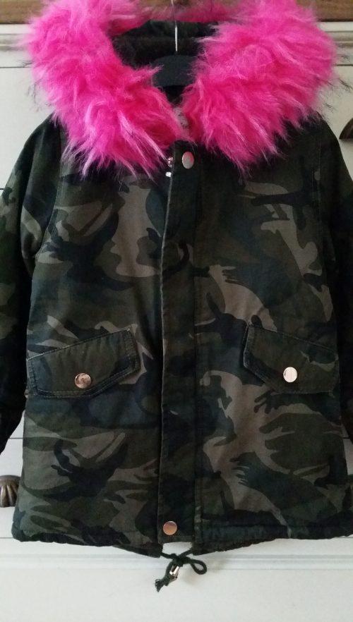 winterjas met roze bontkraag