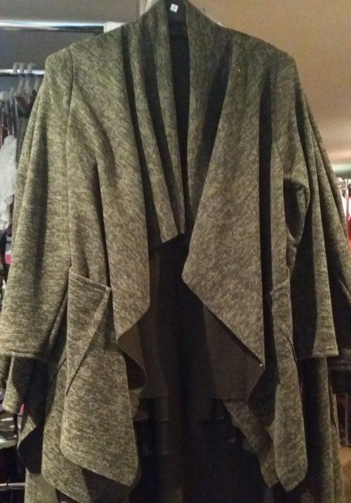 vest groen star perfect Trendy vest van mooie kwaliteit met bedrukte applicatie op de achterkant Legergroen Materiaal 95% polyester 5% elasthan - GRATIS VERZENDING - BETAAL VEILIG MET IDEAL - OPHALEN MOGELIJK