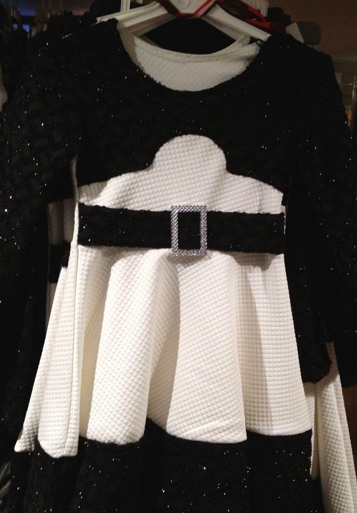 jurk chic wit Mooi jurkje in wit Op de mouwen en aan de bovenkant zwarte stof met glitters - GRATIS VERZENDING - BETAAL VEILIG MET IDEAL - OPHALEN MOGELIJK