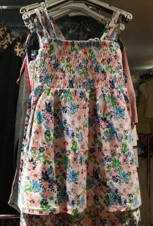 jurk flower roze Mooi jurkje met bloemen allover De schouderbandjes zijn verstelbaar Het bovenlijfje is geschmockt Materiaal: 65% katoen 35% polyester - GRATIS VERZENDING - BETAAL VEILIG MET IDEAL - OPHALEN MOGELIJK nr.mj2448