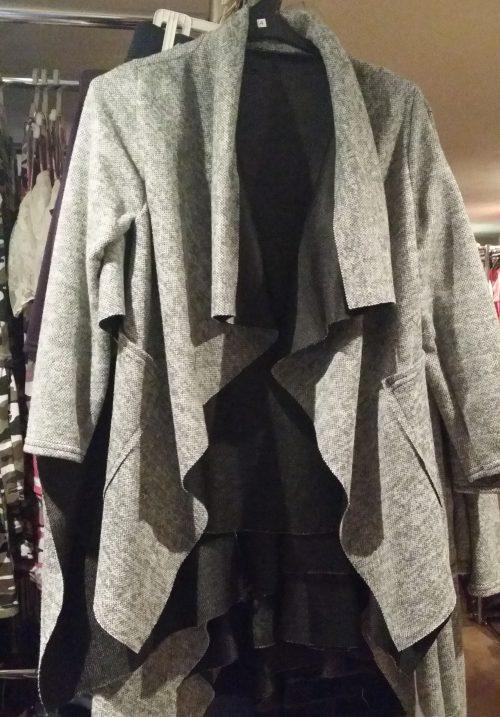 vest perfect grey Trendy vest van mooie kwaliteit met bedrukte applicatie op de achterkant Materiaal: 95% polyester 5% elasthan - GRATIS VERZENDING - BETAAL VEILIG MET IDEAL - OPHALEN MOGELIJK artikelnummer mv1134