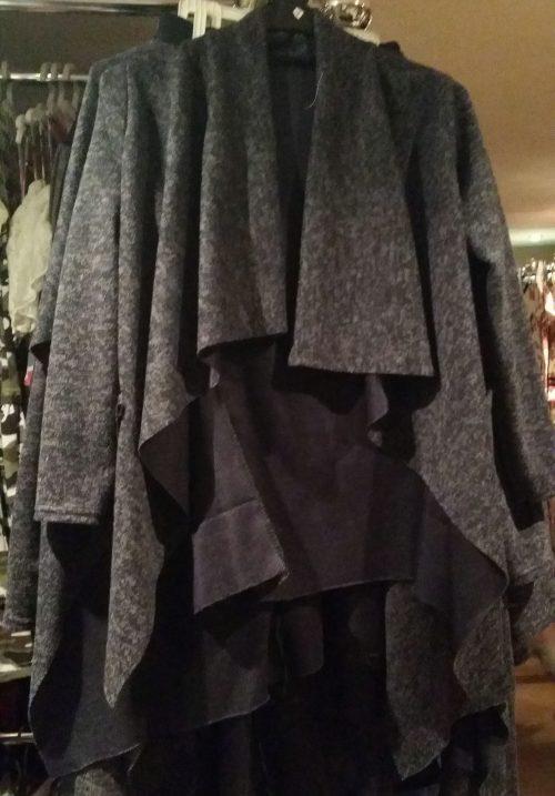 vest perfect donkerblauw Trendy vest van mooie kwaliteit met bedrukte applicatie op de achterkant Donkerblauw Materiaal: 95% polyester 5% elasthan - GRATIS VERZENDING - BETAAL VEILIG MET IDEAL - OPHALEN MOGELIJK artikelnummer mv1137