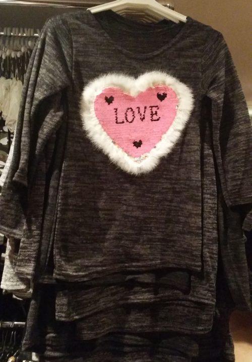 jurk hart love met omkeerbare pailletten black Leuk jurkje met applicatie van toverpailletten en bontje eromheen - GRATIS VERZENDING - BETAAL VEILIG MET IDEAL - OPHALEN MOGELIJK nr.mj2429zw
