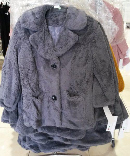 bontjas met zakken grijs Hippe jas van imitatiebont in grijs met zakjes voorop - GRATIS VERZENDING - BETAAL VEILIG MET IDEAL - OPHALEN MOGELIJK artikelnummer mjs1016