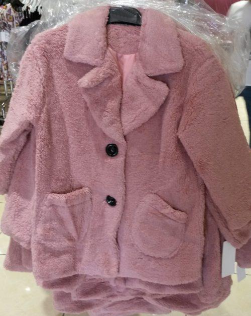 bontjas met zakken roze  Hippe jas van imitatiebont in roze met zakjes voorop - GRATIS VERZENDING - BETAAL VEILIG MET IDEAL - OPHALEN MOGELIJK artikelnummer mjs1018