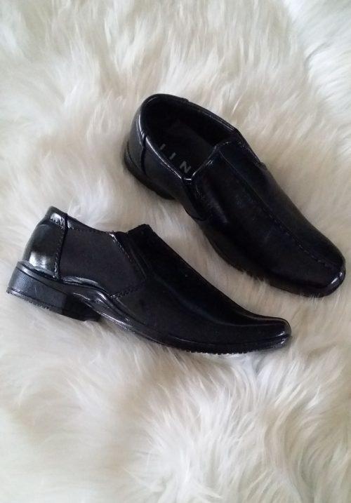 schoenen zwart Nette jongensschoenen in zwart - BETAAL VEILIG MET IDEAL - OPHALEN MOGELIJK artikelnummer ftp03
