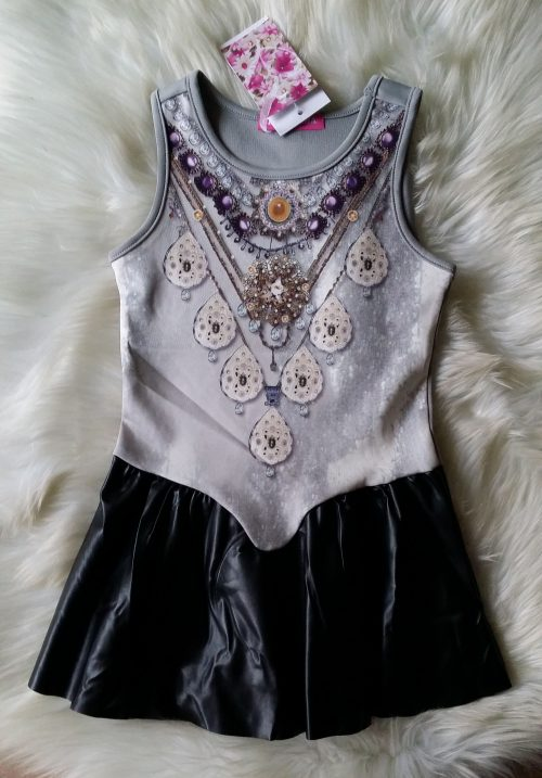 jurk grey met print in de stof Mooi jurkje met lederlook rokje eraan vast   De print zit in de stof BETAAL VEILIG MET IDEAL OPHALEN OF VERZENDEN mj2502