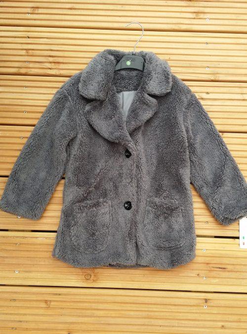 bontjas met zakken grijs Hippe teddy jas van imitatiebont in grijs met zakjes voorop - BETAAL VEILIG MET IDEAL - OPHALEN MOGELIJK artikelnummer mjs1016