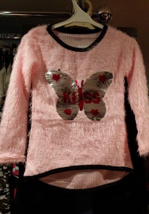 fluffy trui roze met omkeerbare pailletten vlinder Leuke trui met applicatie van toverpailletten vlinder Wrijf over de vlinder en deze wordt een andere kleur Valt klein, advies is een maat groter, hou je van ruim dan 2 maten groter Materiaal: 95% polyester 5% elasthan